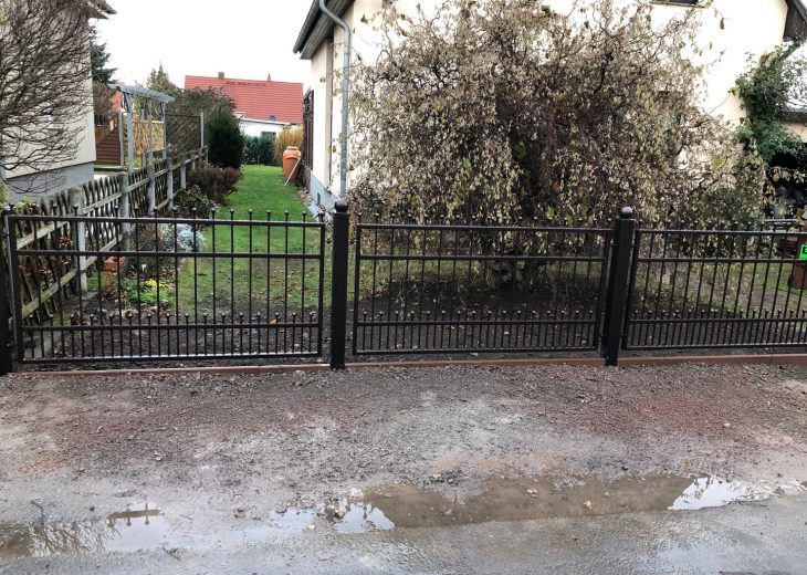 Zaun - Straßenbelag