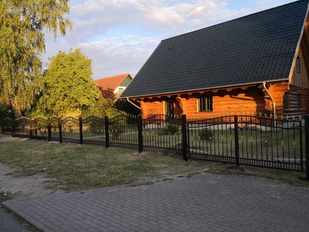 Haus - Zaun